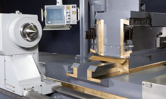 P 500 Power with a one-piece cast iron tailstock and robust guideways