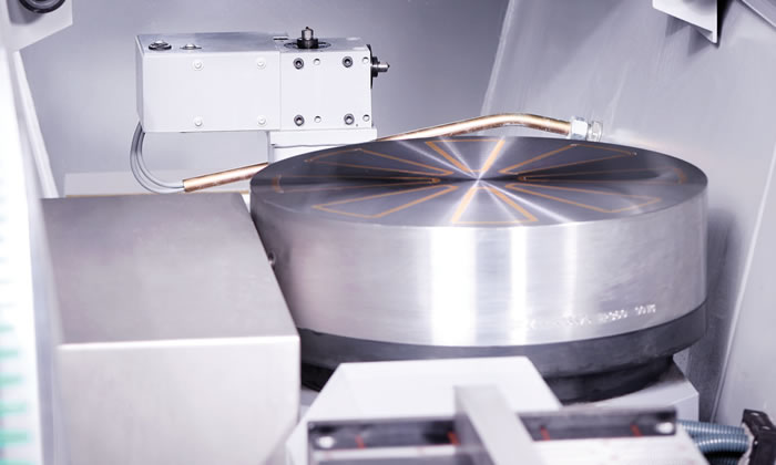 Optional rotary table for the machining of trimming shears