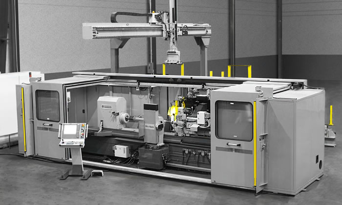 Fully automatic machining center with integrated loader
